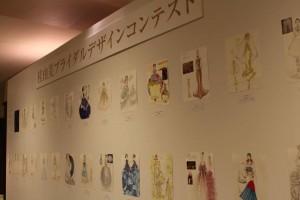 服飾専門学校生によるデザインコンテストの掲示